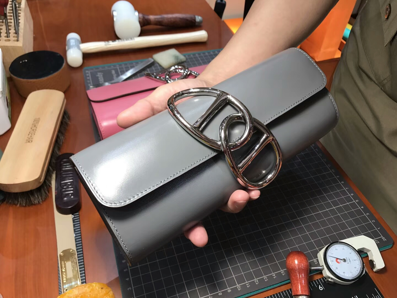 Egee Clutch 猪鼻子手拿包 8F Etain 银锡灰 锡器灰 HERMES 爱马仕 配全套专柜原版包装 全球发售