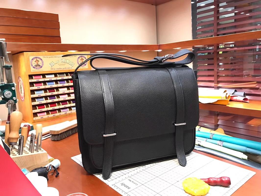 HERMES 爱马仕 男士邮差包 BLACK 黑色 现货系列 配全套专柜原版包装 银扣