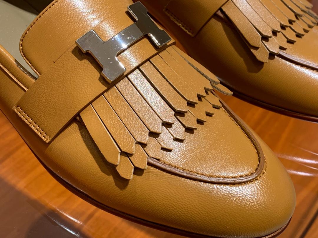18年秋冬新款女款乐福鞋 羊皮 金棕色 康康H扣流苏平底鞋