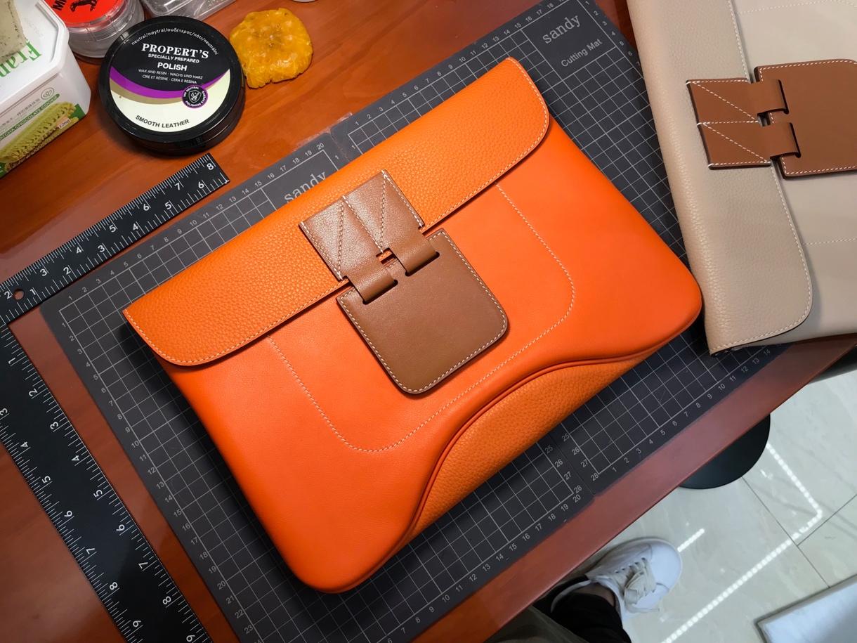 HERMES 爱马仕 Virevolte手包 尺寸35x23x3 经典橙色