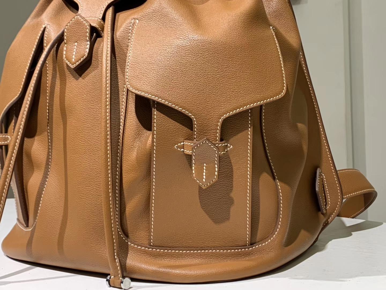 HERMES 爱马仕双肩包 背出门不会撞款的背包 Swift皮 金棕色 小号22×30 大号30×39