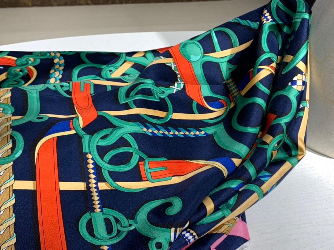 H方巾《全副马具》藏蓝色 90×90cm100%斜纹桑蚕丝 姆米数足套色一级