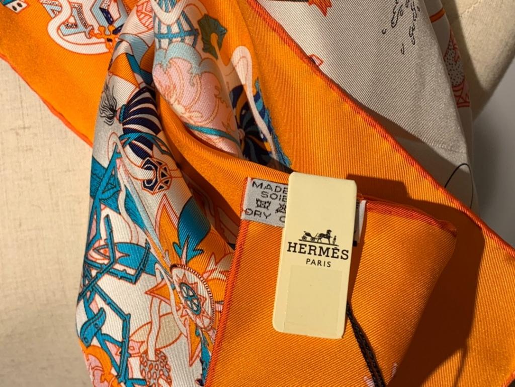 2020春夏新款 《 狂欢游行》 白色 手工卷边斜纹真丝方巾(100%桑蚕丝) 90*90cm