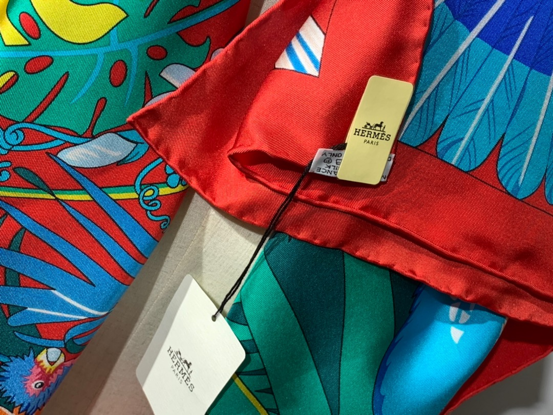 2020春夏· 新款  140cm H 《彩色鹦鹉之爱》 红色 140*140cm  100%斜纹真丝
