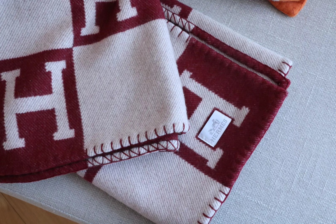 爱马仕中国官网 经典款毛毯 酒红色 140*180cm 原版包装