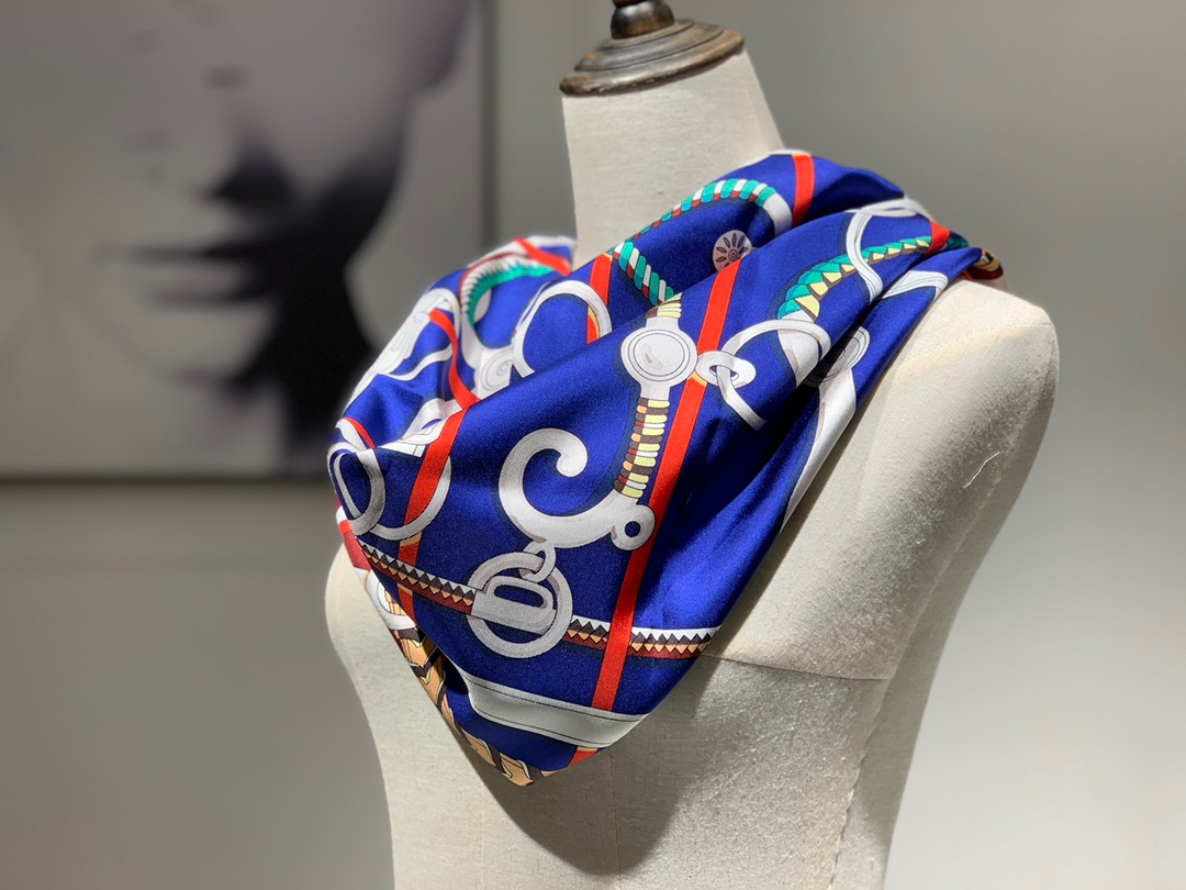 H 方巾《全副马具》紫色 90×90cm100%斜纹桑蚕丝 姆米数足套色一级