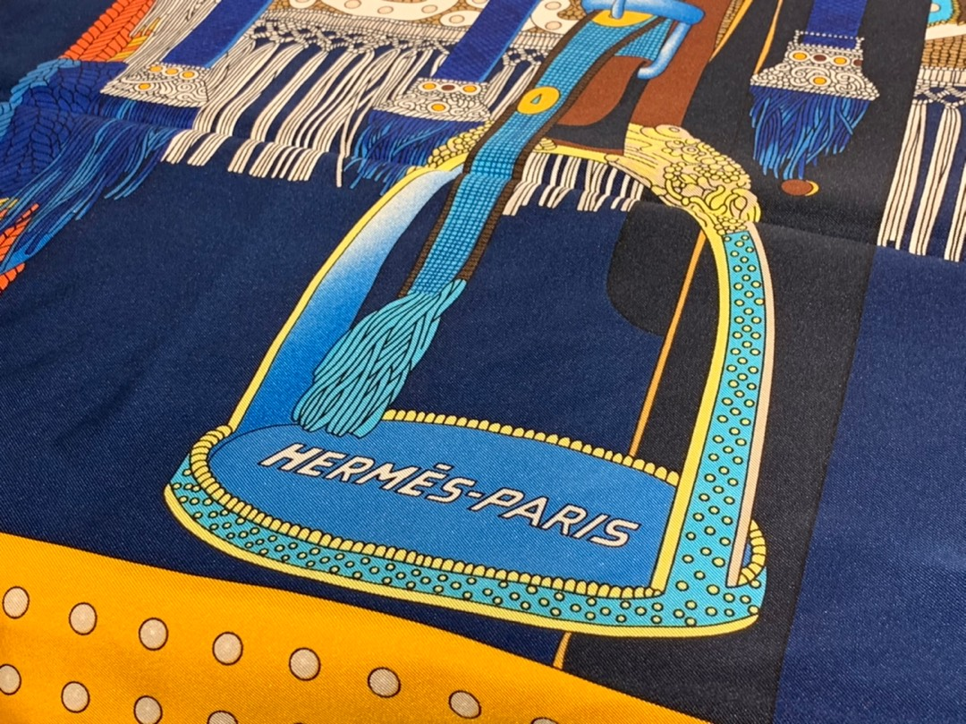 HMS  真丝方巾 《高贵的马鞍》 藏蓝色 足足18姆米  100%斜纹真丝 90*90cm 原版包装