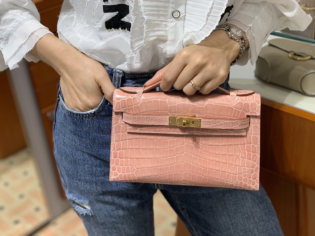 HERMES 爱马仕女包批发 Mini Kelly 22cm 陶瓷粉 现货 原厂鳄鱼皮